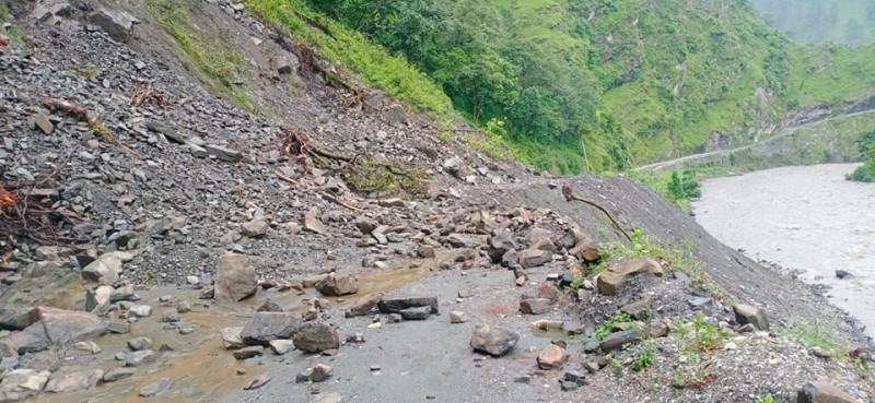 निरन्तर वर्षाले राजमार्ग, जलविद्युत्, पुल र तटबन्धमा ३ अर्ब ३३ करोडको क्षति